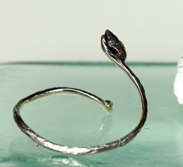Åben armring med sneglehuse oxideret sterling sølv 925s