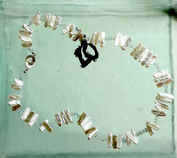 Halskæde med sterlings 925s lås med ferskvands perle og akvamarin